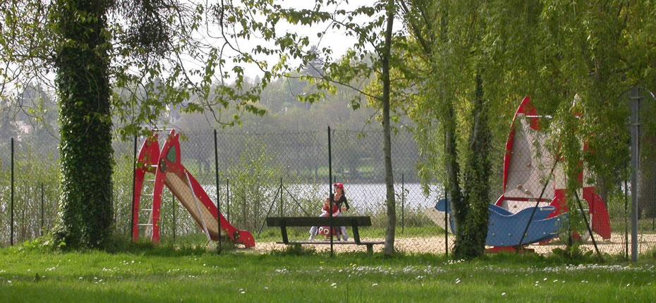 Jeux enfants à Bain de Bretagne au camping du Lac