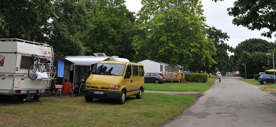 Les emplacements du camping du Lac à Bain de Bretagne en Ille et Vilaine