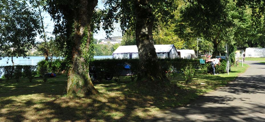 Emplacement bord de lac en camping en Ille et Vilaine