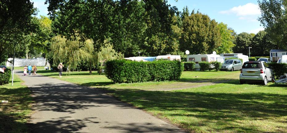 Installez vous sur votre emplacement au camping du lac en Ille et Vilaine