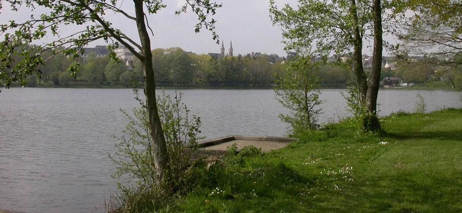 Bain de Bretagne et son lac pour la pêche