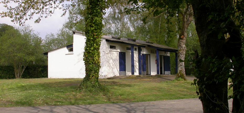 Les sanitaires du camping du Lac en Bretagne